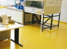 pavimento in resina epossidica di un Laboratorio