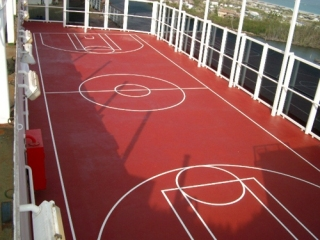 Pavimento in resina di un campo sportivo polifunzionale- colorflooring